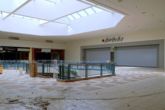 Carson's atrium (2016) ([jonrev]) Tags: abandoned mall 2016 vacant empty dead shopping center indoor retail failure urban exploring urbex carson pirie scott carsons department store