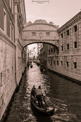 Lovely gondola (Mariano Colombotto) Tags: venice venezia venecia italy italia gondola love amor tourism turismo bnw bw blackwhite blancoynegro byn nikon travel viaje pontedeisospiri water canal autofocus infinitexposure