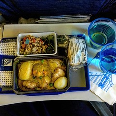 United - Lunch (sfPhotocraft) Tags: plane food airlinefood lunch 2016 unitedairlines economy meal tray united chickencurry salad roll