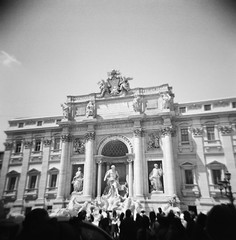 Vintage Rome (Jean Lemoine) Tags: europe italy roma rome fontanaditrevi trevifountain fontainedetrevi monument classic exterior sunny square crowd tourists tourism lomography holga ilford delta100 100iso bw nb bn scan