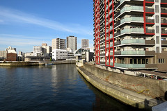 riverside, Kizu-gawa (river), Osaka (jtabn99) Tags: river kizugawa osaka japan nishiku water riverside 20161202 nippon nihon bridge building