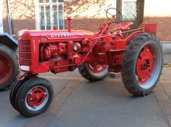 Tracteur FARMALL  FCN (Row-crop) (xavnco2) Tags: old red tractor france rouge traktor farm albert farming agriculture farmall tracteur ih picardie ancien mccormick vecchio fcn trattore somme agricoltura 2015 agricole matriel rowcrop