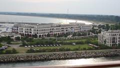 Vue du balcon - Kongresshotel Rostock GmbH (Sylvain Ménard) Tags: cruise geotagged boat warnemünde ship balticsea bateau balcon allemagne deu merbaltique batltic celebritysilhouette geo:lat=5417861225 geo:lon=1209423065