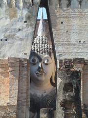 Thailand - Sukhothai - Sukhothai Historic Park - Wat Si Chum - Head of seated Buddha (JulesFoto) Tags: thailand ruins head unescoworldheritagesite sukhothai watsichum seatedbuddha sukhothaihistoricpark