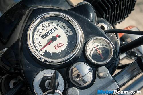 Bajaj-Avenger-220-vs-RE-Classic-350-03