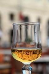 Le cours d'Estienne d'Orves dans un verre de cidre (Jeanne Menj) Tags: reflet reflection glass verre cidre