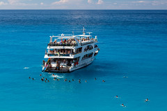 15 minutes only! (Thomas Mulchi) Tags: portokatsiki lefkada ionianislands greece 2016 sea boat tourists tourboat azure turquoise summer humid hot notphotoshopped people 15minutesonly gr