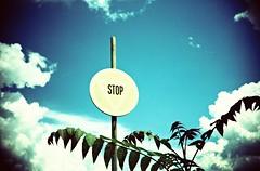 (UrbaceousSentiment) Tags: blue blau stop sign verkehrszeichen stabilimentoalluminio mori italia italy italien lomo lca crossprocessed xpro pushed diafilm slide film analog analogue vignetting vignettierung