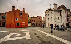 CAORLE. CAMPO DEL DUOMO. (FRANCO600D) Tags: caorle veneto italia italy italie bellitalia centrocitt centrostorico piazza campo duomo canon eos600d sigma franco600d fotografo turisti turismo