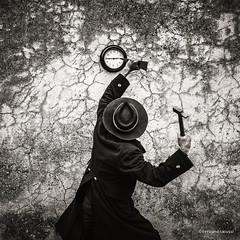tuer le temps (bertrand taoussi) Tags: selfportait blackwhite wall sureal