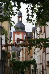 Zell, Rmerstrae, Blick zur Kirche St. Peter (HEN-Magonza) Tags: zell mosel moselle rheinlandpfalz rhinelandpalatinate deutschland germany