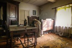 Requiem pour piano (www.Janedewaard.nl) Tags: requiem pour piano urbex abandoned wwwjanedewaardnl urbanshoot urbandecay decay verlaten belgium belgi beautifull bedroom withdraw depart