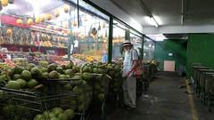 difícil escolha (luyunes) Tags: mercado coco mercadorias riodejaneiro cobal luciayunes motomaxx