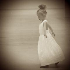 Princesse en son Palais (_ Adle _) Tags: paris palais tokyo princesse petitefille danse nostalgie enfance mmoire spia rve vignettage lancienne