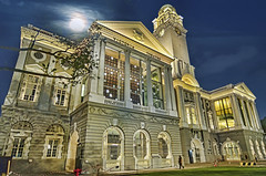 Tonight Is A Record-Breaking Supermoon - The Biggest In 68 Years (williamcho) Tags: victoriatheatre singapore event rebuilt history old classic shows theatre supermoon bluehour
