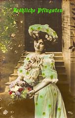 1910 Postkarte Fröhliche Pfingsten (zimmermann8821) Tags: atelierfotografie blumengebinde deutscheskaiserreich fotografiekoloriert gruskartefeiertag hut hutmode mannequin person pfingsten postkarte vorführdame wohnungeigenheim kleid mode
