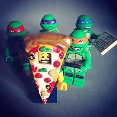 Lego Custom : Pizza Guy (-iacopo / Minifigures / Custom-) Tags: lego tmnt custom iacopo profeti imc minifigcustom minifig new maquette sculpt mascotte pizzaguy pizza 2016 food red violet blue orange moc