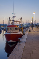 Barbican Sunrise (David Hodder) Tags: reflection sunrise boats fishing plymouth barbican devon suttonharbour