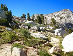 Climbing along Vogelsang Pass (Lost in Flickrama) Tags: yosemite nationalpark vogelsang mountains peaks granite rocks valleys pine trees highsierra
