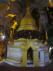 "Pindaya: la grotte aux 8000 bouddhas <a style=""margin-left:10px; font-size:0.8em;"" href=""http://www.flickr.com/photos/127723101@N04/22845074054/"" target=""_blank"">@flickr</a>"