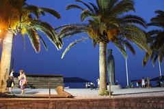 Montenegro_Herceg Novi_chez E Kusturica sous les palmiers_IMG_3362 (Hlne (HLB)) Tags: sea statue bluehour montenegro hercegnovi