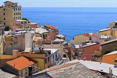 Riomaggiore, Cinque Terre (tomosang R32m) Tags: cinqueterre italia italy laspezia liguria     beach coast village travel trekking  riomaggiore