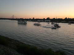 2016-08-27-6928 (vale 83) Tags: belgrade boat carnival 2016 nokia n8 sunset friends