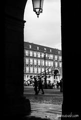 Como el Madrid Antiguo (jesus pena diseo) Tags: plazamayor jpena jpenaweb jesuspenadiseo blackandwhite madrid spain people silluette streetphotography