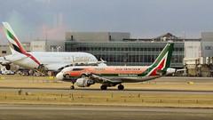 DSC09856 (Shaheer Jabbar) Tags: airliner airport aircraft airplane aeroplane london lhr heathrow airbus a320 alitalia eidsw jeeprenegade