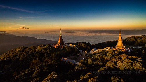 An #aerial view of the Twin Pagoda at Doi Inthanon the highest point in #Thailand  #latepost #aerialdrone #newperspective #16x9 #travel #tour #trip #dji #pagoda #architecture #nature #mountain #asia #chiangmai #drone © #tekgik #imagesmithph #pip