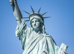 Freiheitsstatue - Liberty Island / New York City (Pascal Heinrich) Tags: freiheitsstatue liberty island new york city statue dslr dsl r spiegelreflexkamera spiegelreflex kamera camera nikon d 5500 d5500 ny nyc newyork manhatten usa united states vereinigte staaten von amerika sky statur freiheit america