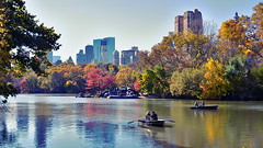 2016-11-07 New York - Top of the rocks, Central Park 278 (qni1987) Tags: new york city 2016 autumn nikon d5100 november nyc herbst central park parc indian summer lake boat row rudern boot skyline skyscraper wolkenkratzer