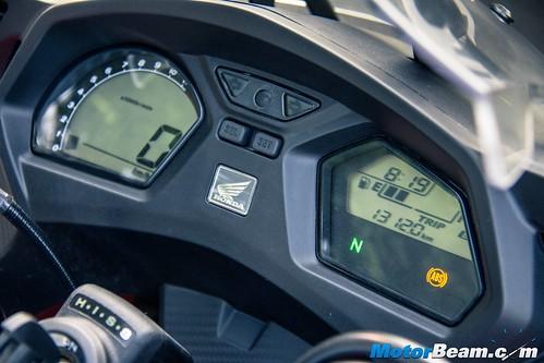 2015-Honda-CBR650R-09