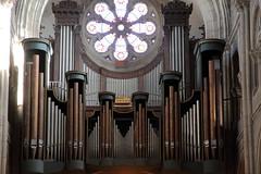 Le bel instrument (Chemose) Tags: france church burgundy interior organ romanesque rosace bourgogne église macon intérieur orgue saintpeter saintpierre mâcon mâconnais