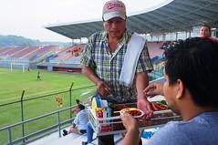 La botanita futbolera (Mr. insectic) Tags: mxico futbol estadios cacahuates diversin pozarica viernes petroleros terceradivisin botanitafutbolera