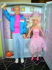 Time out (flores272) Tags: ken skipper doll dolls toy toys barbierealhouse halloween halloweenparty kendoll skipperdoll vintage 1980s 80sskipper 1990sskipper beachpartyken halloweentoys
