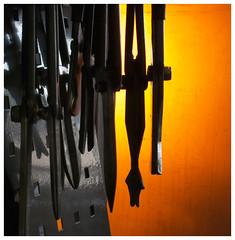 Gereedschap van de glasblazer (Harry -[ The Travel ]- Marmot) Tags: orange hot holland art netherlands glass dutch nederland craft tools nl glassworks glas oranje leerdam heet ambacht glasblazerij gereedschap canons100 explored nationaalglasmuseum allrightsreservedcontactmebyflickrmail