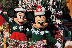 Minnie Mouse & Mickey Mouse in Christmas Fantasy parade at Disneyland (GMLSKIS) Tags: california disneyland disney parade amusementpark anaheim christmasfantasy