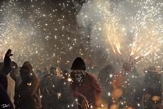 Correfoc 051 (Pau Pumarola) Tags: correfoc foc fuego feu fire feuer guspira chispa étincelle spark funke festa fiesta fête fest diable diablo devil teufel catalunya cataluña catalogne catalonia katalonien girona diablesdelonyar