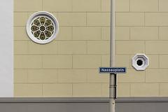 Nassauplein (Jan van der Wolf) Tags: map1531v denhaag street straat window ramen windows pole round rond straatnaambord streetsign paal wall muur architecture composition compositie