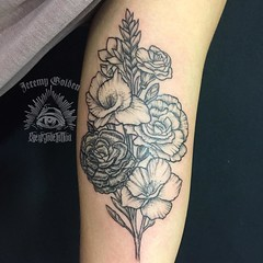 Flowers for @k.loomisss. Thank you!  . . #eyeofjadetattoo #eyeofjade #jeremygolden #jeremy_golden #jeremygoldentattoo #flowers #flowertattoo #blackwork #blackworkerssubmission #darkartists #blacktattoomag #blxckink #blacktattooart #onlyblackart #btattooin