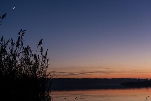Mond und Venus am Niegripper See