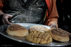 EMP_20161109_009.jpg (Ojo de Piedra) Tags: night tradition mexicanfood blackwhite streetphoto hands bread fujifilm dusk biscuits man food xt10 worker xseries workingman gastronomy foodanddrinks panaderia nightime bakery mexican mexico mex