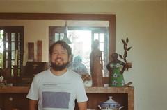 Diogo por Danda 1 (dvasconcellos27) Tags: exakta zeiss slr analog filmisnotdead filmisalive filmphotography kodak colorplus capucho riodejaneiro brasil brazil portrait