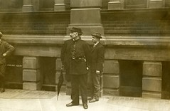 Inspector Jarvis watching Clement's Inn, 1908.
