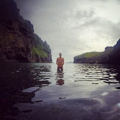 g er drusla að busla! #drusla... (vidirb) Tags: beach naked iceland secretbeach vestmannaeyjar photooftheday strippin gopro drusla drusluganga uploaded:by=flickstagram everydayiceland sumardagar instagram:venuename=vestmannaeyjabc3a6r instagram:venue=222711767 instagram:photo=10369906599717542024000233 kaldurpungur