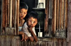 The little spy story (Saint-Exupery) Tags: leica candid burma myanmar inlelake robado birmania lagoinle