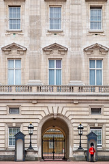 Scot's Guard at Buckingham Palace (Mister The Plague) Tags: scots england buckingham palace travel foot buckinghampalace footguard scotsguard queensguard people architecture occupation location descriptors london typeofphotography