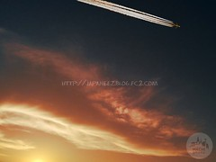 161019 (finalistJPN) Tags: vaportrail contrail autumnsky clearsky twilight sunset evening autumncolors heavenly beauty goldensky goldencloud discoverjapan japanguide nationalgeographic discoverychannel traveljapan visitjapan stockphoto available goodluck