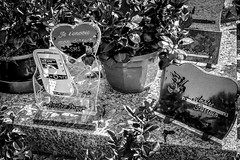 Epitaphe originale... et mouvante (BO31555) Tags: bernard ondry blancoynegro landschaft street city 2016 paysage bernardo campagne tour landscape bw midipyrnes d700 blackwhitenoiretblanc nikor blanc histoire cimeterry belle nikon streetphoto streetphotography chateau noir et blackwhite medival noire sud black cimetierre aude labartheinard urban noiretblanc beautiful blanco y negro bernardondry tombes urbanlife blackandwhite cimetire collines epitaphe originale sms tombe